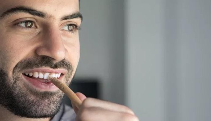 3 Cara Alami Yang Simple Untuk Memutihkan Gigi